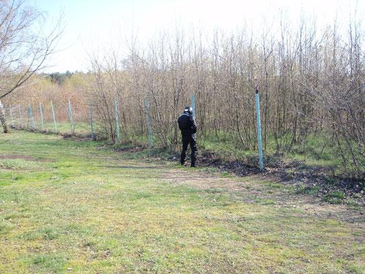 Der repariert den Zaun