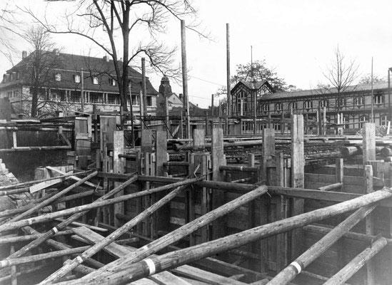 Baugründung des Forschungs-Instituts, im Hintergrund der Sprudelhof und das Badehaus 8 (heute Parkplatz) Foto: Kerckhoff-Stiftung