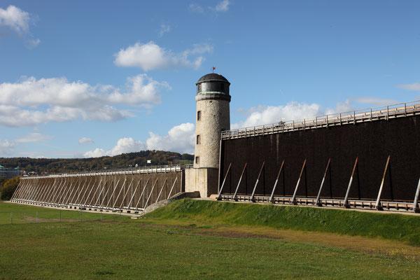 Der Turm in der Langen Wand, mittlerweile ist er schon verputzt - Foto: Wind- und Wasserkunst