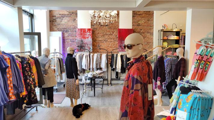 Petra Reissmann in der Boutique nice2have, Foto: Beatrix van Ooyen