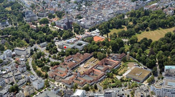 Ansicht Areal Sprudelhof mit benachbartem Max-Planck- und W.G. Kerckhoff-Institut (roter Punkt), Foto: Ernst Stadler