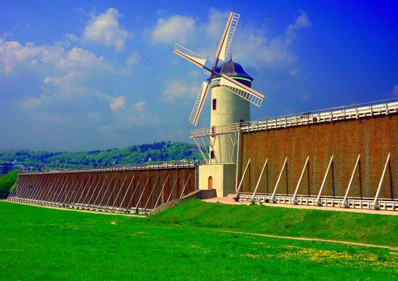 Die Visualisierung des Turms in der Langen Wand mit Windmühlenflügeln - Visualisierung: art+foto Jean-Marie Bourdin