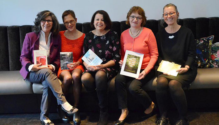 Lotte-Verlag von links: Dr. Rhena Butros, Frauke Ahlers, Bettina Fornoff, Dr. Gabriele Götz-Keil, Dagmar Reinhardt, Foto von Corinna Weigelt