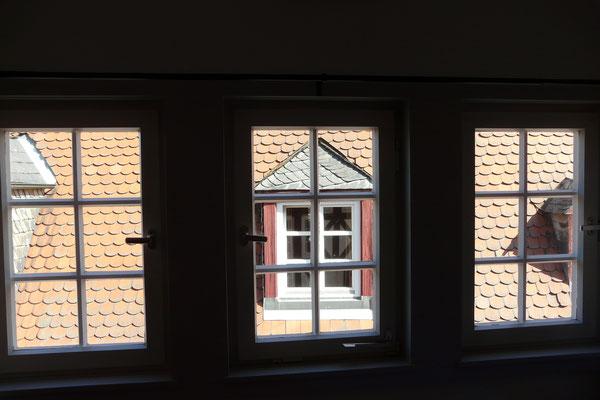 Direkter Blick auf die alte Dachgaupe