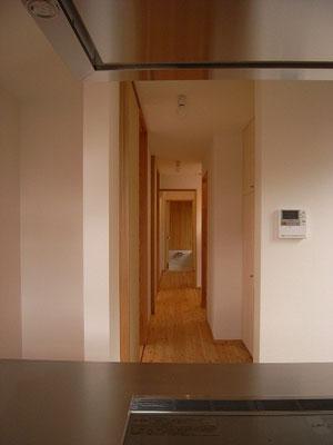 裏動線の突き当たりに浴室。