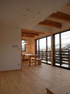居間と食堂。