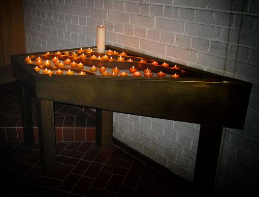 Lichtertisch mit Seesand, Kirche in Hörnum