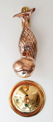 Türklopfer Walfisch, unten Klingelrosette