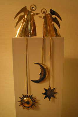 Schutzengel auf dem Podest, Fensterbilder Sonne, Mond und Stern