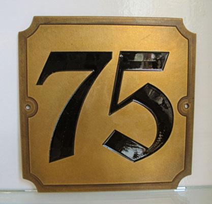 Hausnummer auf Schild
