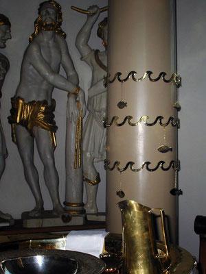 Taufringe mit Fischanhänger für jeden Täufling, Kirche Friedrichsberg in Schleswig