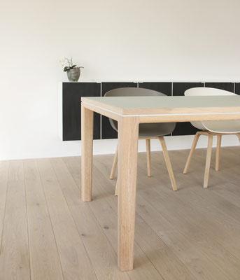 Tisch Esstisch Schreibtisch R10 Linoleum Eiche weiß geölt Pistorius Berlin mit HAY Stuhl about a chair