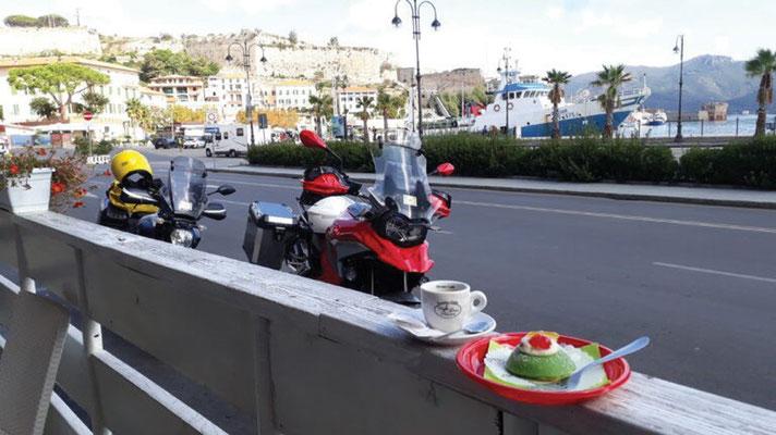 Tour  4 Bild 12 Prinzessinnentörtchen am Hafen von Portoferraio