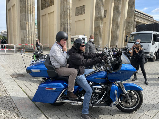 Bild 1: Ankunft Minister Scheuer - Foto BU-Hilal Hansen-Ampah