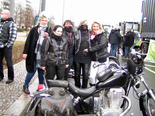 PICT1159  - Die Walküren-Bikergruppe
