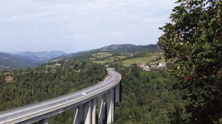 Tour  4 Bild 3 E 35 - Panoramica im Apennin