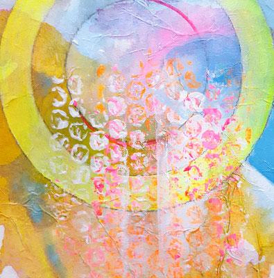 Gelber Kreis 15 x 15 cm Aryl auf Malkarton mit einer 10 x 10 cm Leinwand hinterlegt (schwebende Hängung)