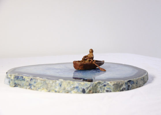 Bootje, brons op Agaat, 25 cm x 8 cm