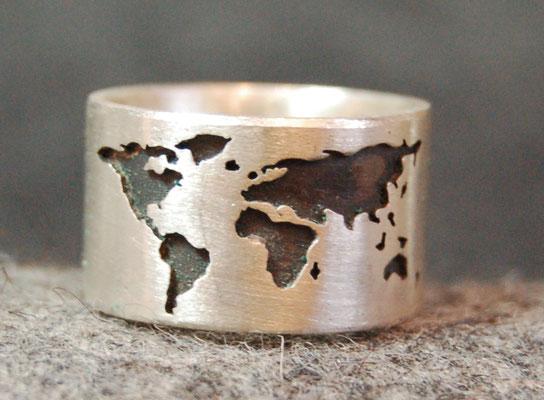 Die ganze Welt am Finger! Handgesägt