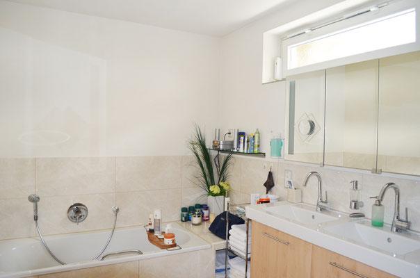 Immobilie in Wülfrath, Bungalow, Reihenmittelhaus, Badezimmer, Badewanne