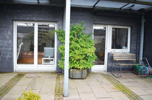 Immobilie in Wülfrath, Bungalow, Reihenmittelhaus, Terrasse, Blick zum Wohnhaus