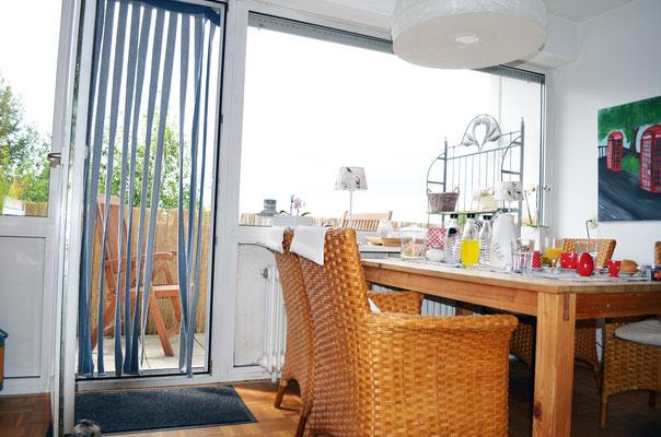 Immobilie, Eigentumswohnung, Wuppertal, Barmen, Hatzfeld, Wohnraum, Blick zum Balkon