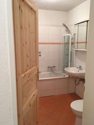 Immobilie in Wuppertal Elberfeld, Eigentumswohnung, renoviertes Badezimmer, innenliegendes Bad