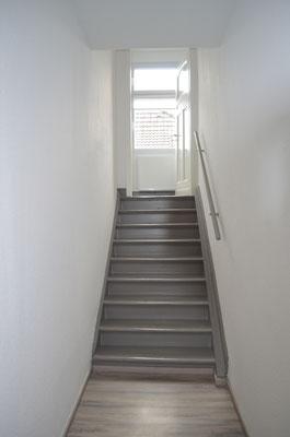 Immobilie in Ennepetal, Maisonettewohnung, Eigentumswohnung, Aufgang ins Dachgeschoss, Treppenhaus
