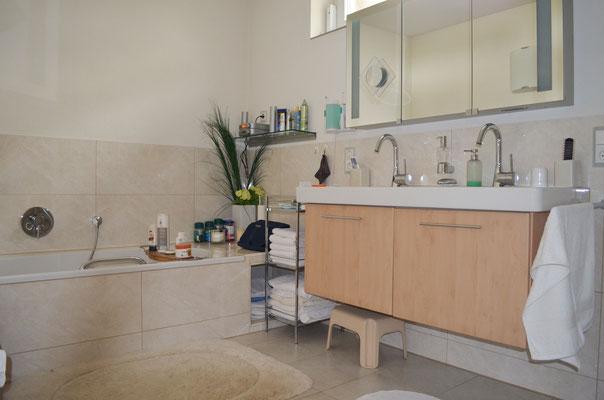 Immobilie in Wülfrath, Bungalow, Reihenmittelhaus, Badezimmer, Waschbecken