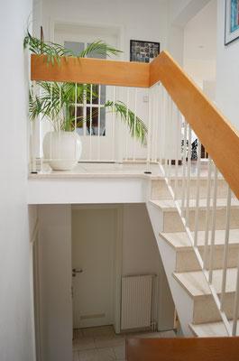 Immobilie in Wülfrath, Bungalow, Reihenmittelhaus, Flur, Treppe, Handlauf