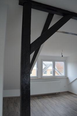 Immobilie in Ennepetal, Maisonettewohnung, Eigentumswohnung, Dachgeschoss, Balken, Wohnraum, Schlafraum, Dachgaube
