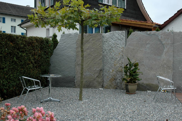 Natursteinplatten als Sichtschutz, Bülach, Eberhard_Gartenbau_AG, 8302 Kloten