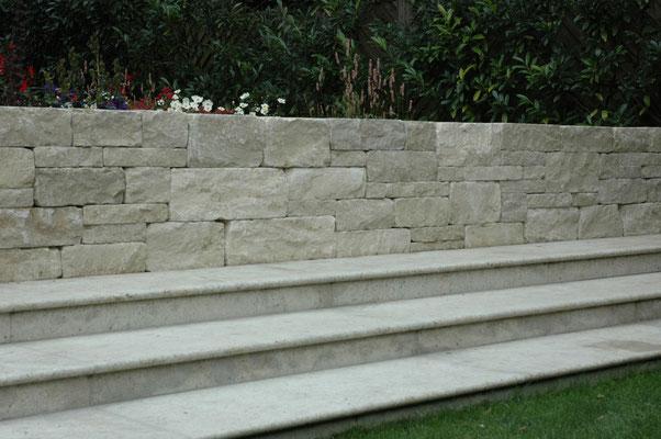 Rebsteinmauer und Treppe, Eberhard Gartenbau AG