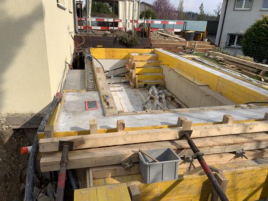 Eberhard Gartenbau AG Kloten, Poolbau, Armierung durch Baumeister
