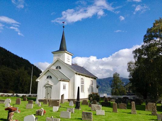 #kvitekyrkjer Mæl kirke sommer