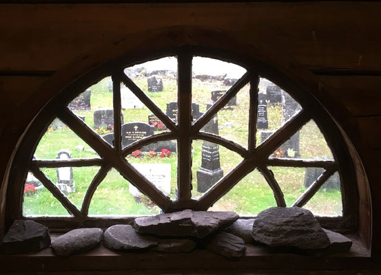 utsikt til gravlund Gransherad kirke