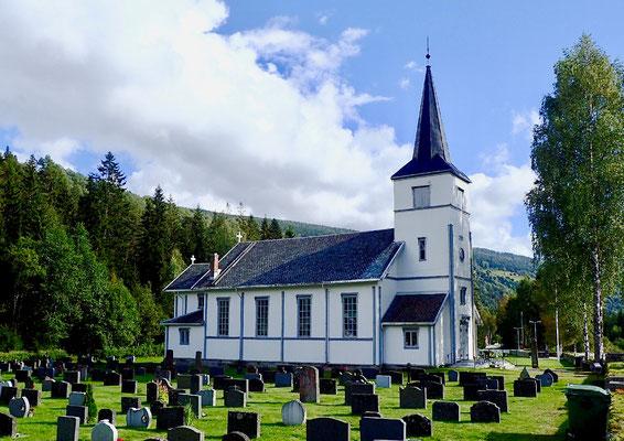 Austbygde kirke sommer