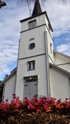 Austbygde kirke inngang høst