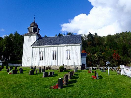 Hovin Kirke sommer
