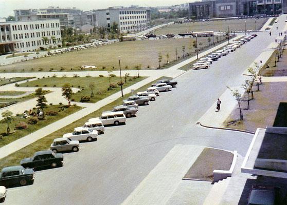 1969〜70年頃。文学部(現在のリテラボ)から山手通り方面を見る。