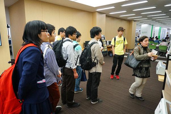 2015年度前期、図書館ガイダンス(TA =アストゥヒック)左端の人は付属高校の生徒(当時)