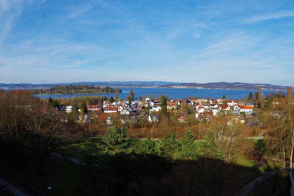 Reichenau から Konstanz に戻り、KN大学に行く。大学の食堂横のバルコニーから Mainau 方面を見おろす