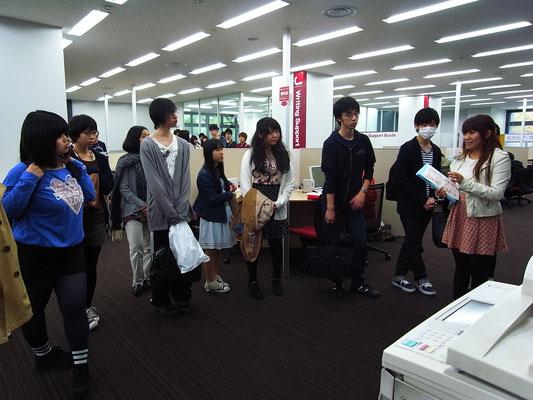 2014年度前期、図書館ガイダンス(TA =ナナ)