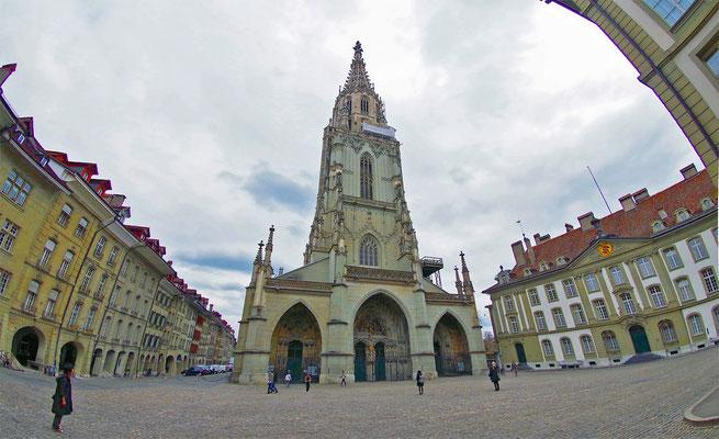 Bern の教会を各人独自の立ち位置から眺める