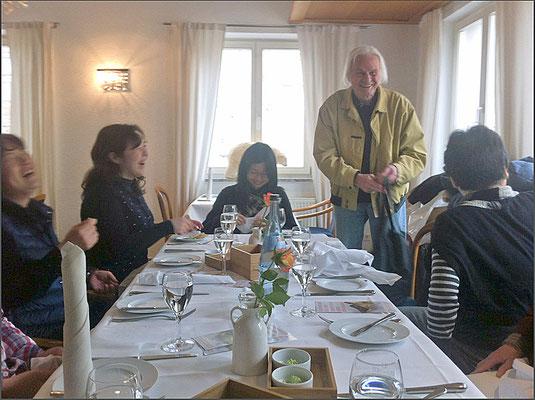 レストラン Gasthof Kreuz でコンラートと再会。昼食(写真提供:Constantin von Heuduck)