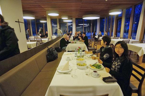 Bauernschule で夕食に招待される(2)