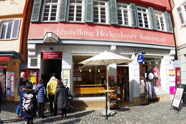 Hermann Hesse ゆかりの本屋に入る。Hesse はこの本屋の店員をしていた