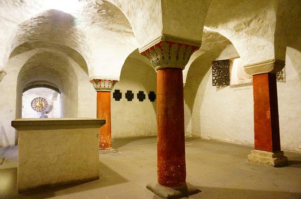 旧市街に移動し、ミュンスターへ。ミュンスターの地下の一部。このミュンスターの建造は1052年〜89年で、非常に古い。宗教会議の舞台でもある。