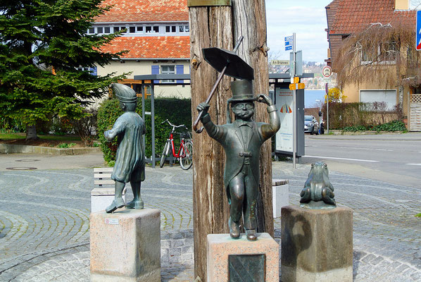Dingelsdorf に移動。村の中心部にある「バカ同盟」の像