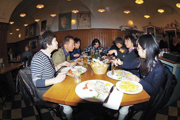 ギリシアレストラン Pan で遅い夕食